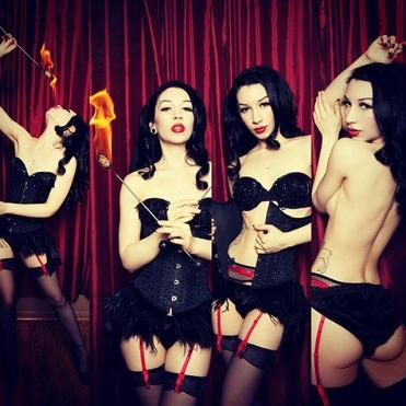 Traveling performance artist, Marlo Marquise. [Photo: VillainArts.com]