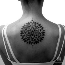 mandala-espalda-dotwork-by-jeanmarcotattoo