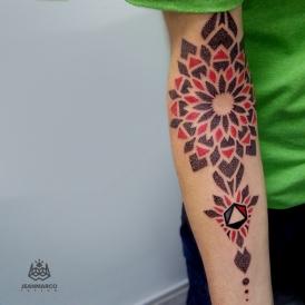 mandala-geometrico-dotwork-jeanmarcotattoo